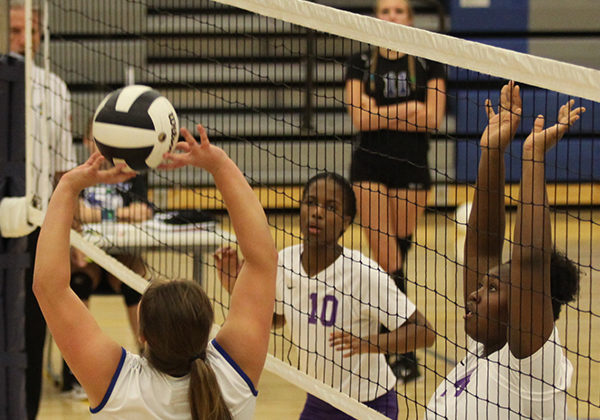 Jessica Toberman (10) sets the ball for one of her teammates to spike. She set up many balls for her teammates to spike.